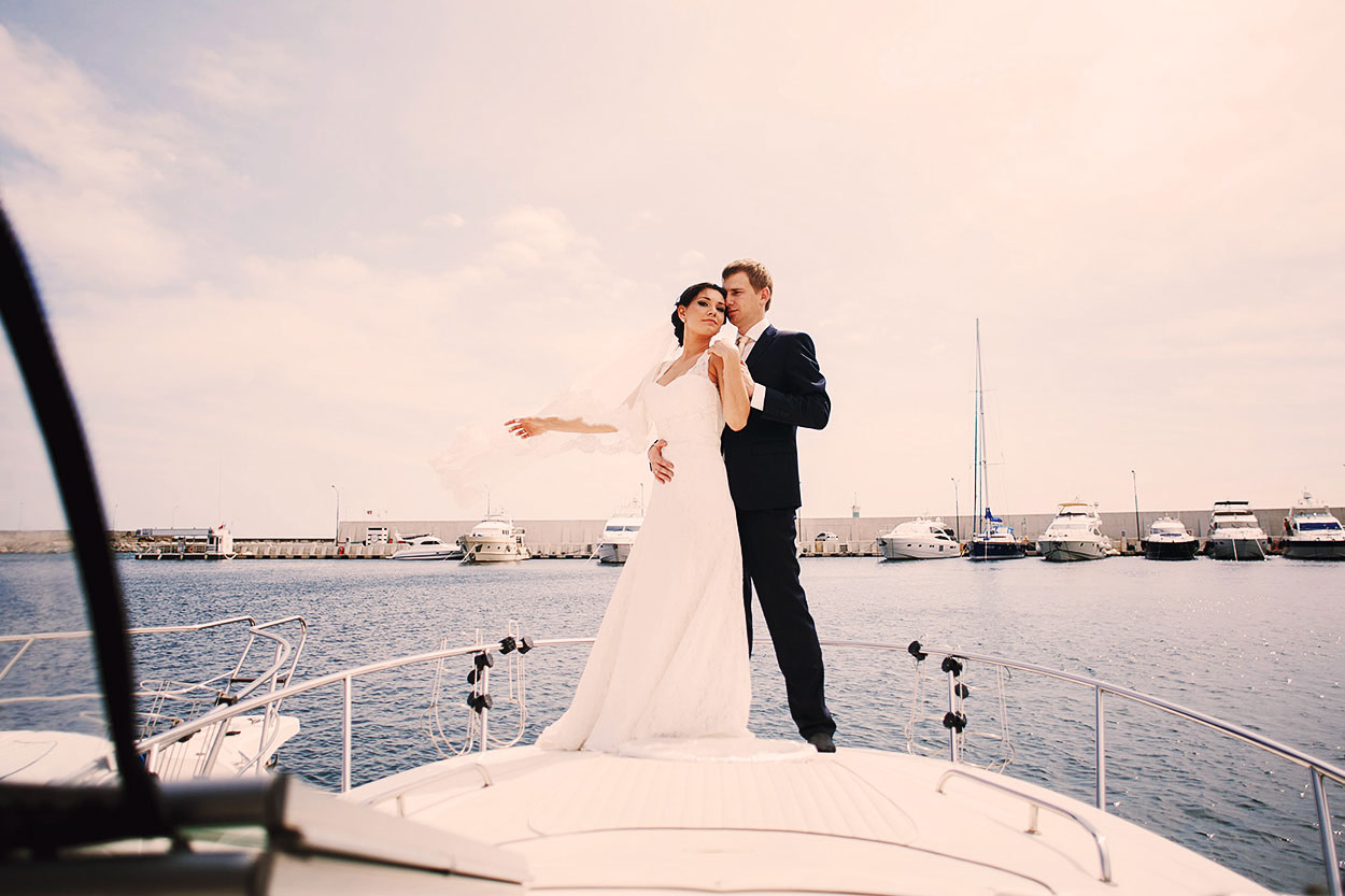 Wedding in boat