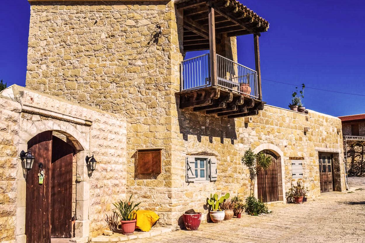Hochzeit in einem traditionellen kretischen Dorf