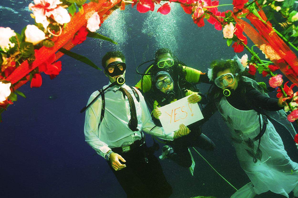 Подводная свадьба